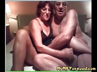 My Hot lady Exposed granny couple sucking and fucking